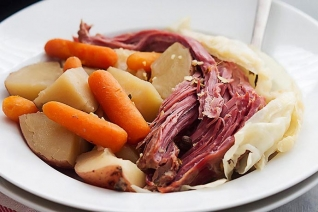 Easy One Pot Corned Beef y col