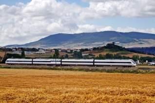 Comienza la aventura: llegar a Granada en avión, tren o autobús