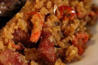 El mejor estilo español de Acción de Gracias Relleno (Migas con Chorizo)