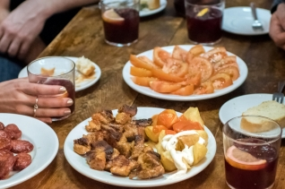 Where to Find the Best Free Tapas in Madrid – 5 Epic Bars in Madrid with Free Tapas!