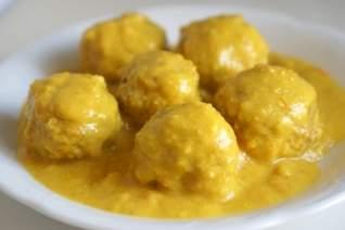 Albóndigas en receta de salsa de almendras & # 8211; Albóndigas españolas en salsa de almendras
