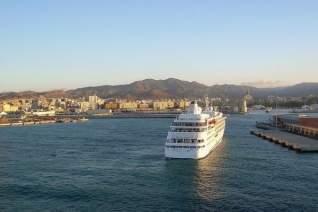 Grandes bocados cerca del puerto de cruceros de Málaga