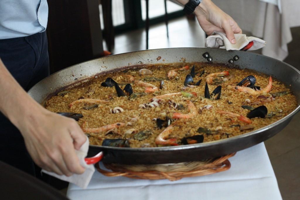 ¡Degustar una auténtica paella en Valencia es una de las experiencias de comida española en mi lista de deseos!