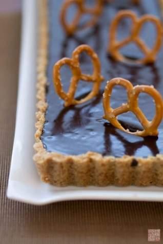 Regreso a la Infancia: Tarta de Pretzel y Chocolate con Leche Malteada
