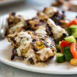 El Pollo Grillado Adobado Tahini no tiene demasiado sabor a sésamo, pero el tahini agrega una calidad casi tierna al pollo y un sabor increíble. keviniscooking.com