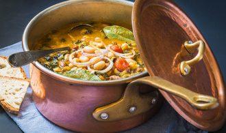 Un clásico de Ribollita: Receta de sopa de frijoles toscanos | 31Daily.com