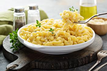 Maceta instantánea y queso: la comida más fácil y confortable | 31Daily.com