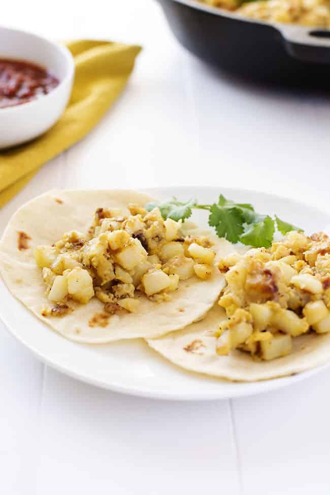 Papas con Huevos es español para papas con huevos. ¡Las recetas de Abuela para los mejores tacos de desayuno! El | Kitchen Gidget