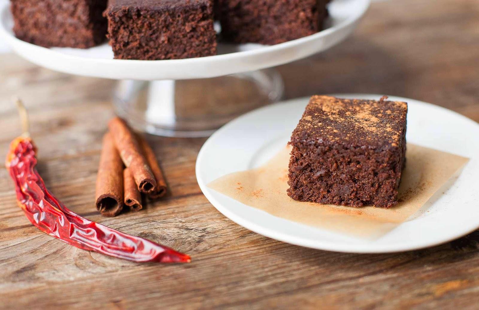 Brownies mexicanos de pulpa de almendras | acalculatedwhisk.com