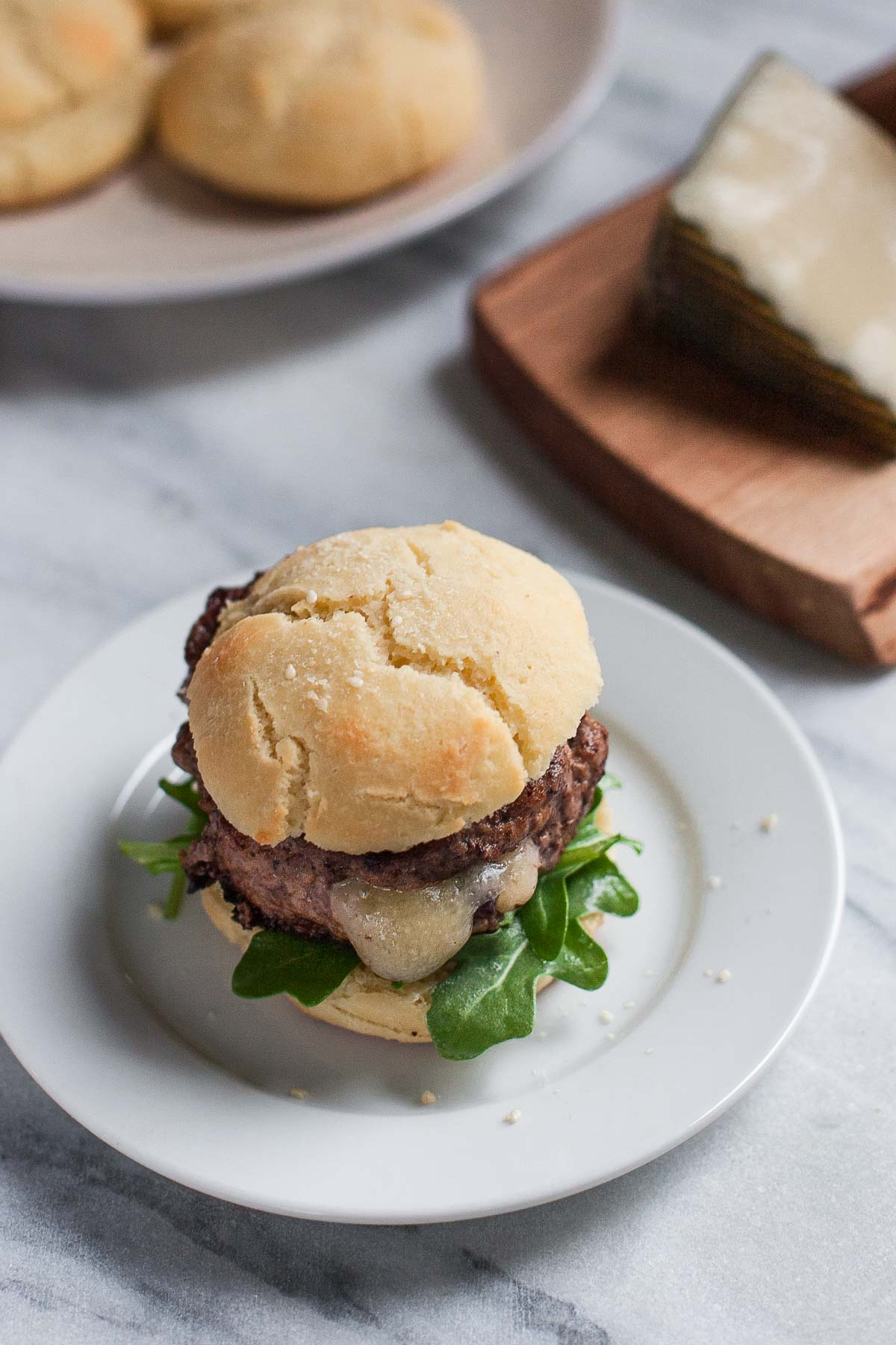 Hamburguesas de Cordero Rellenas + Paleo Burger Buns   acalculatedwhisk.com