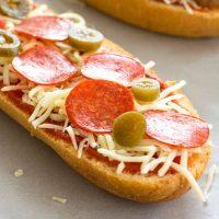 Pizza casera de pan francés