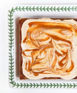 Pastel de vainilla con fruta fresca