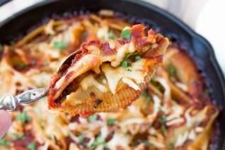 Espinacas Y Conchas Rellenas De Chorizo
