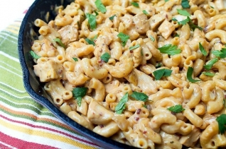 hacer albóndigas recubiertas de salchicha para sopa italiana de frijoles blancos