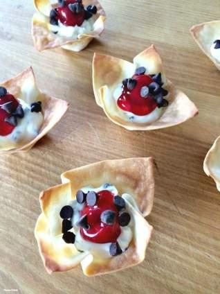 Tartaletas De Chips De Chocolate Y Cerezas