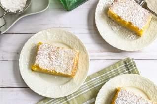 Barras de limón fáciles con corteza de torta dulc