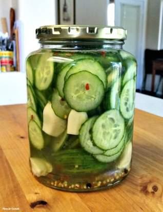 Ajo Picante Quick Pickles