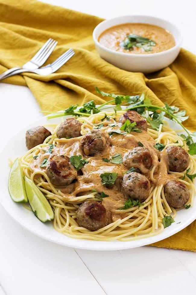 Albóndigas tailandesas y espaguetis | Cocina Gidget