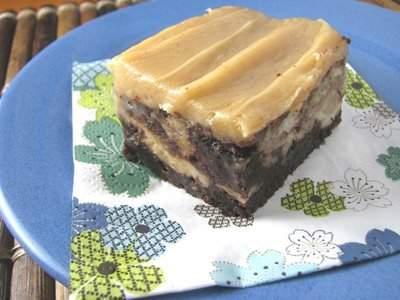 pan de plátano chocolate oscuro y profundo, rebanado