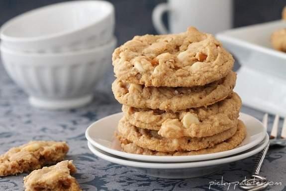 Doble chocolate blanco y galletas de mantequilla de cacahuete con pretzel ... con sal marina