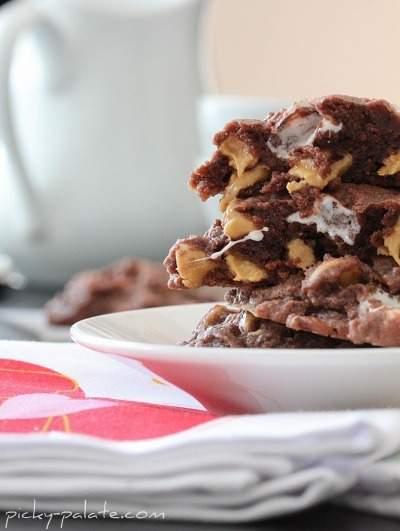 Galletas de chocolate, mantequilla de maní y malvavisco