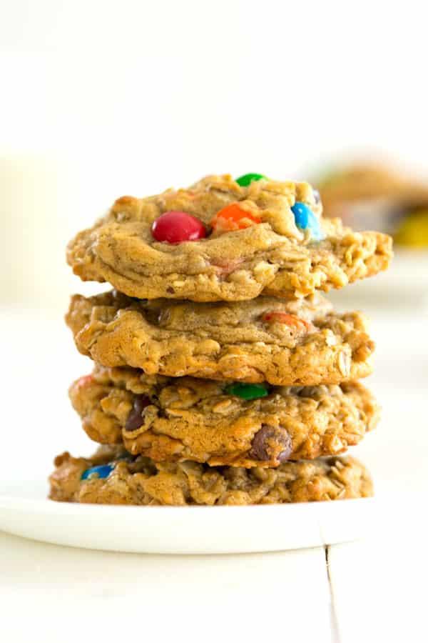 Mejor receta de galletas de monstruo (mantequilla de maní avena!)