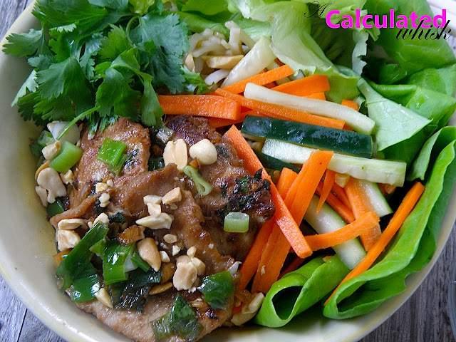 Tazón De Cerdo Vietnamita Y Fideos