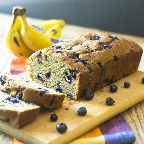 Pan de plátano vegano y arándano: alimenta tu alma también