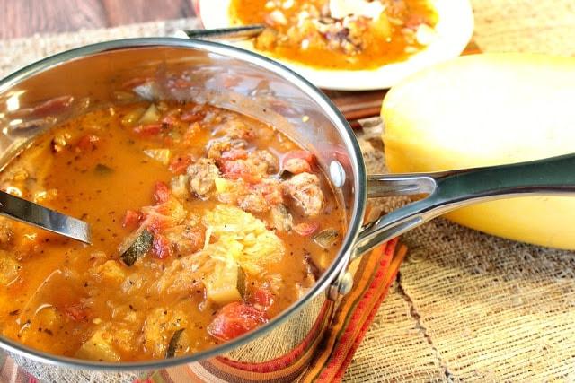 Sopa de calabaza con espagueti, salchicha italiana, tomates y calabacín. - kudoskitchenbyrenee.com
