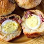 Galletas rellenas de huevo duro con jamón y queso
