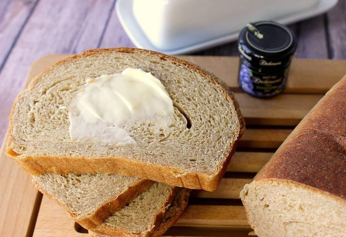 Pan de levadura de ricotta de miel integral de trigo integral hecho en casa
