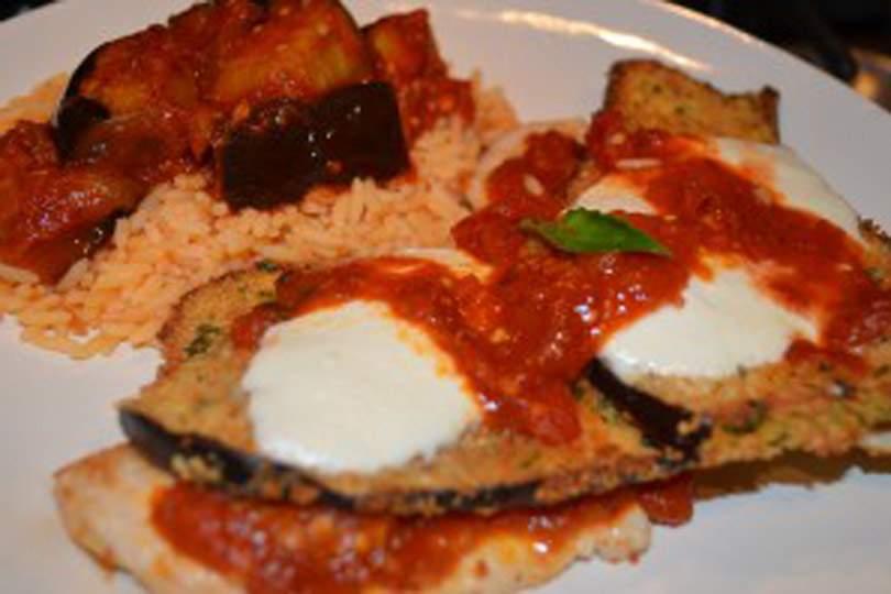 Berenjena sin gluten 2 maneras: empanada y horneada con pollo y ragú sobre arroz