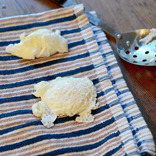 Eggs on towel 500