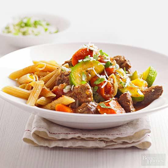 Carne de res mediterránea con pasta