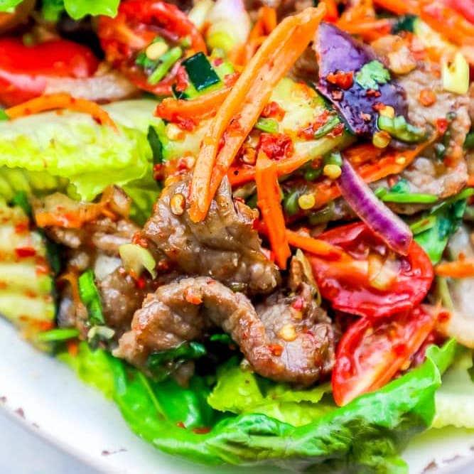 Receta de ensalada de carne de res picante tailandesa