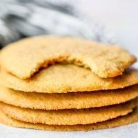 Receta fácil de las galletas de la mantequilla de cacahuete de Keto