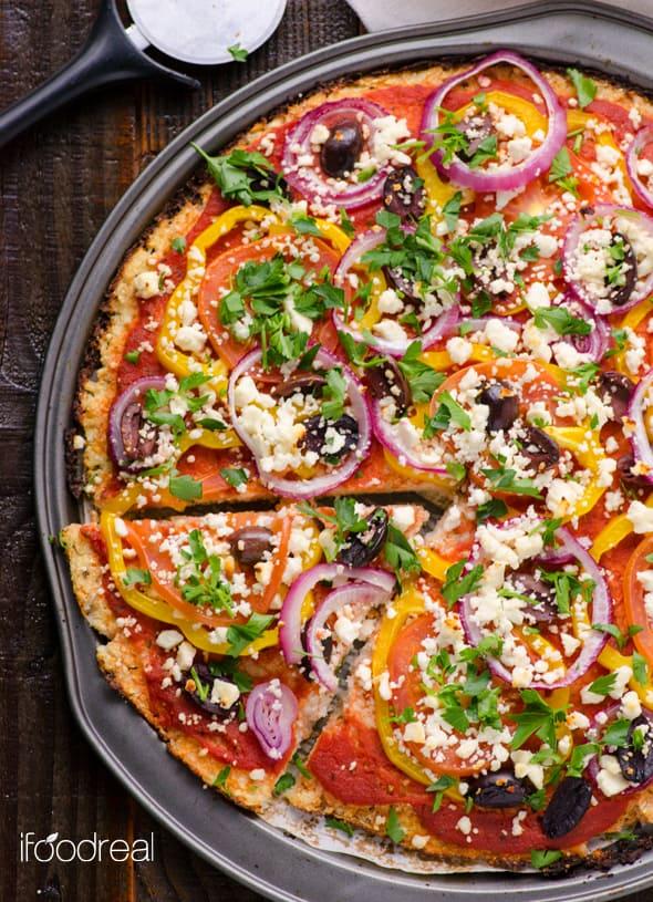 pizza de coliflor mediterránea