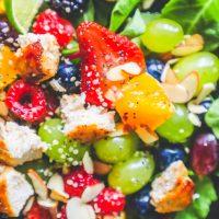Ensalada De Pollo Y Frutas Con Receta De Aderezo De Semillas De Amapola