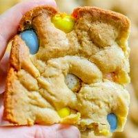Fácil Cadbury Mini Egg Blondies Receta