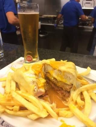 La famosa Francesinha & # 8211; El sándwich legendario de Porto, explicado