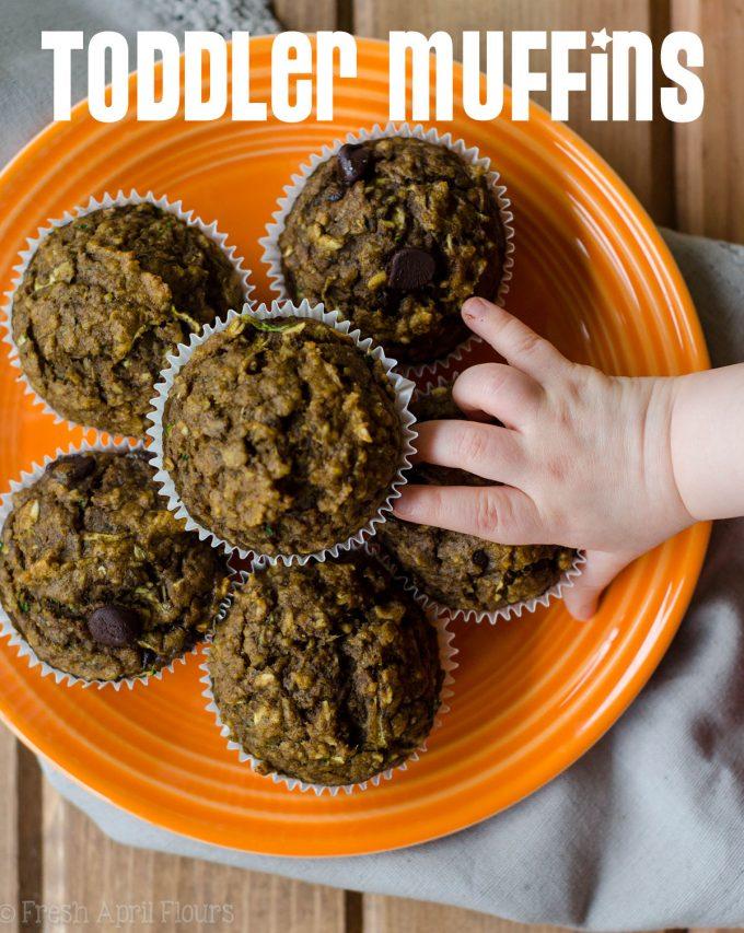 Muffins para niños pequeños: muffins de trigo integral hechos con calabacín rallado y calabaza pura, endulzados con puré de plátanos, compota de manzana y azúcar mínimo. Adecuado para niños pequeños, niños y adultos!