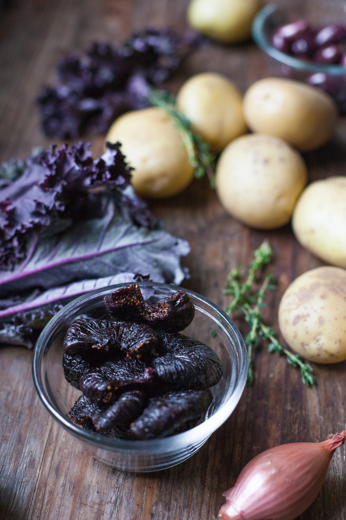 Pollo asado a la sartén con higos y aceitunas de The New Yiddish Kitchen