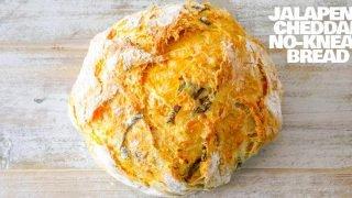 Pan fácil de cheddar y jalapeño