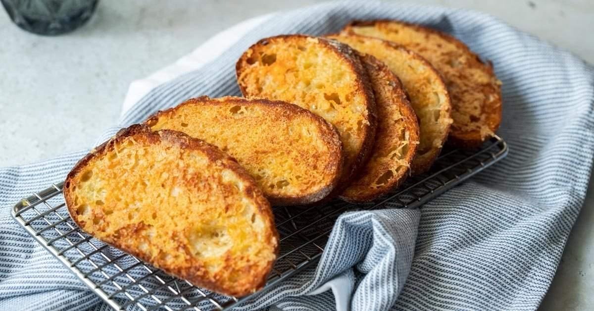 Sizzler Cheese Toast: la mejor manera de usar pan duro