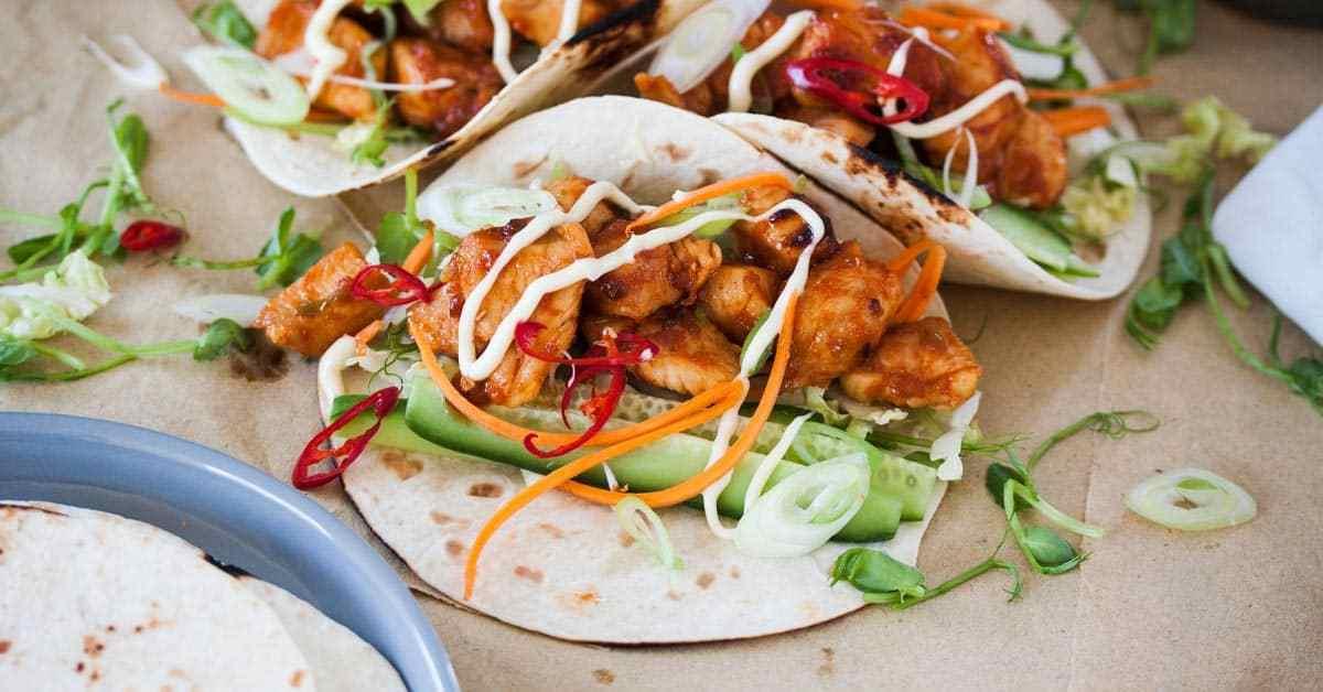 Tacos de pollo picantes coreanos   Magia de sal de azúcar