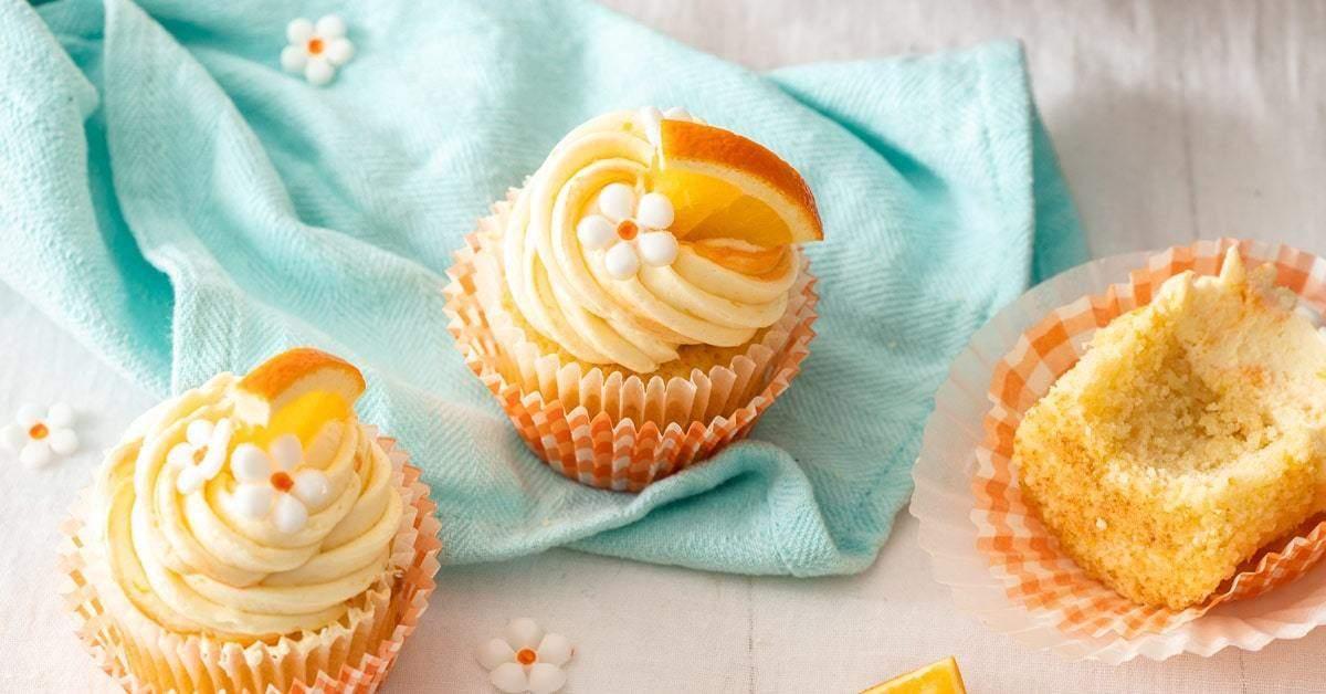 Pastelitos de naranja con la crema de mantequilla de naranja más cremosa