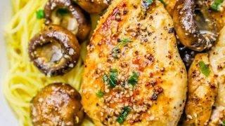 20 minutos de pasta de pollo y champiñones con mantequilla de ajo
