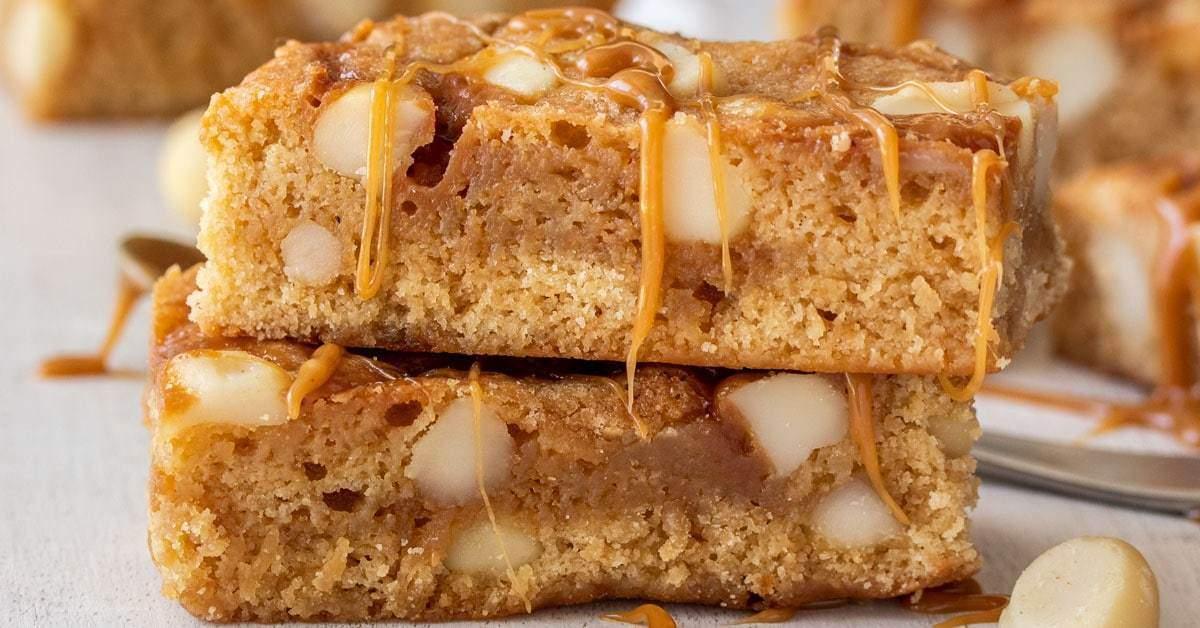 Macadamia Caramel Blondies | Magia de sal de azúcar