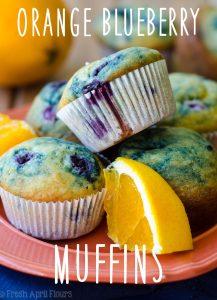 Muffins de Naranja y Arándanos: Muffins de Naranja y Arándanos: Muffins de arándanos clásicos con un toque de naranja.