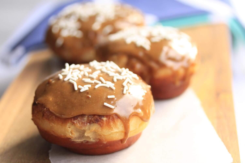 Rosquillas de Caramelo con Natillas de Azúcar Morena